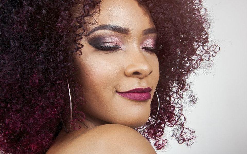 kobieta - włosy farbowane